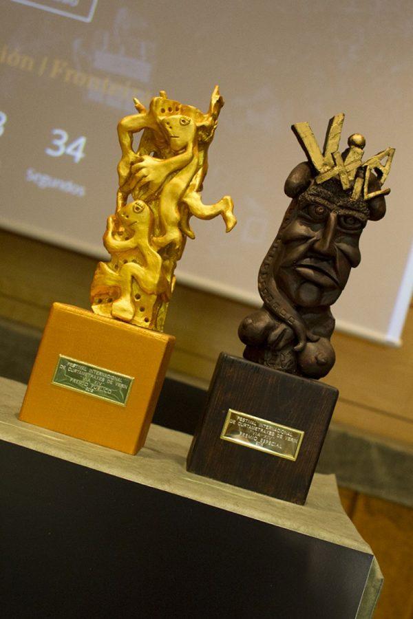 Os trofeos en cerámica para o Premio do Público e o Premio honorífico Vía XIV.