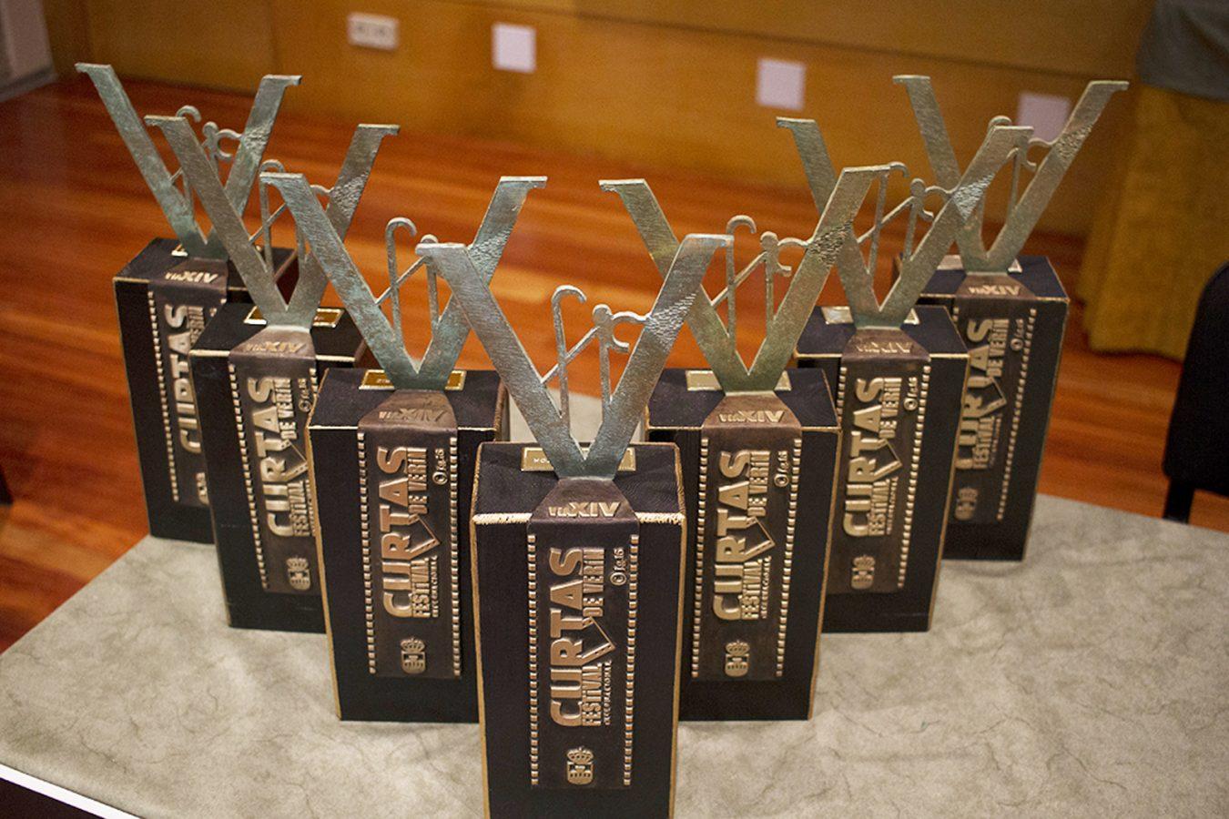 Os trofeos deseñados en bronce por Fernando Barreira.
