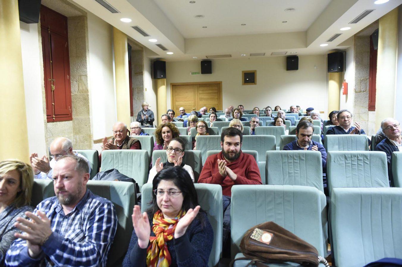 Público asistente á conferencia, celebrada na Casa da Cultura de Verín.