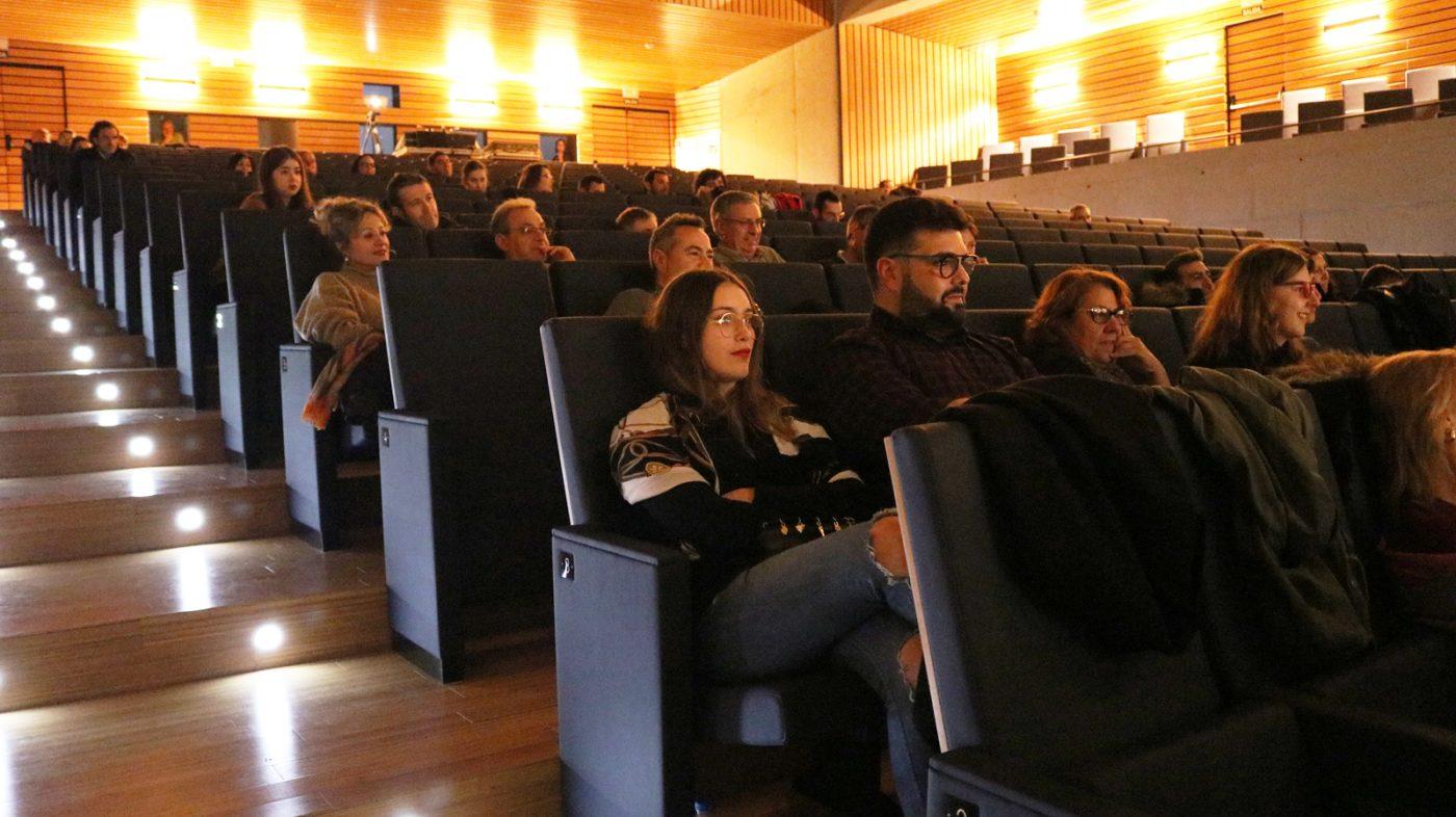 Público asistente ao foro sobre o Entroido.