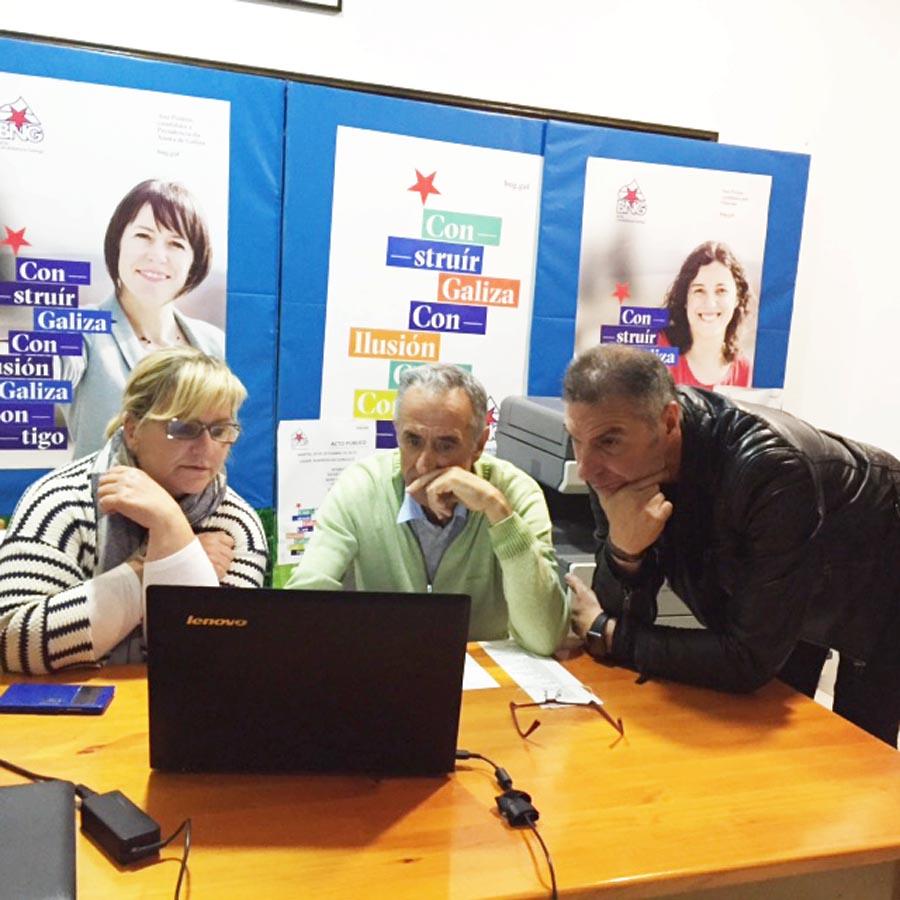 Tareixa Paz, Suárez Canal e Luis Seara, na sede do BNG de Ourense na noite electoral./ Foto: Carlos G. Hervella.