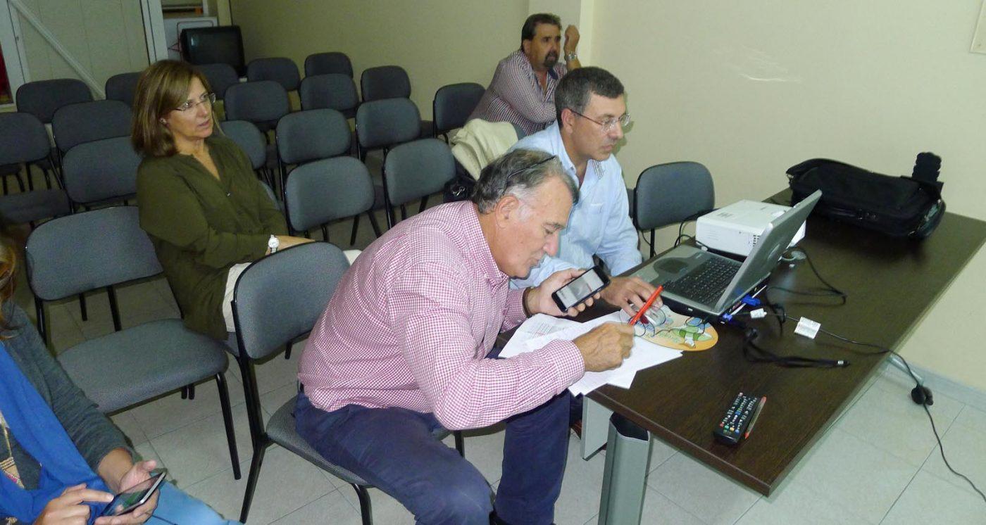 O alcalde barquense, Alfredo García, seguindo o escrutinio./ Foto: A.R.