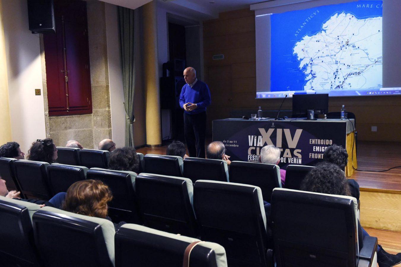 Un dos momentos desta conferencia, incluída no ciclo do Festival Vía XIV de Verín.