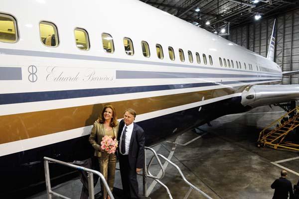 Photo of O trivés Chema Álvarez bautiza co nome de Eduardo Barreiros  seu cuarto avión