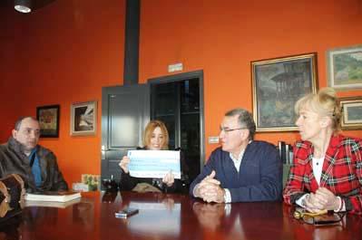 Photo of O Concello do Barco entrega o recadado no mercadiño de Nadal a Disvalia