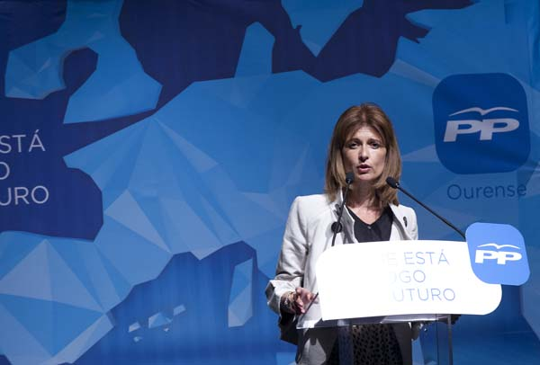 Carmen Pardo, intervindo no mitin do Barco.