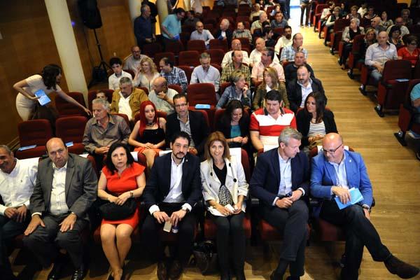 Asistentes ao mitín do PP no Teatro Lauro Olmo.