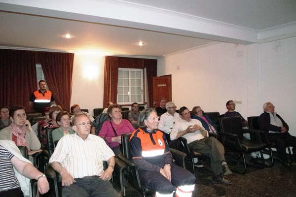 Participantes na charla impartida en Manzaneda.