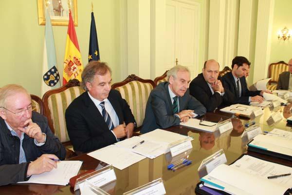 O subdelegado do Goberno en Ourense, intervindo durante a reunión.