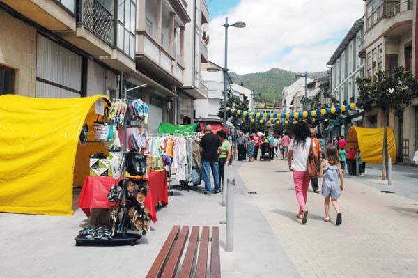 """Imaxe da primeira edición do """"Comercio sae á rúa"""", o pasado 5 xullo na Rúa./ Foto: Mónica G. Bellver"""
