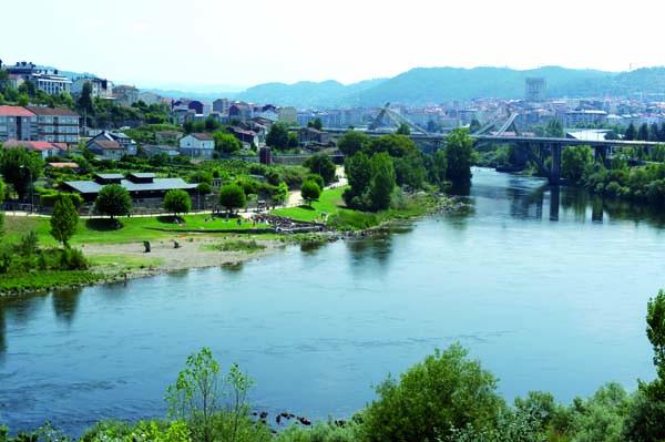 Termas da Chavasqueira, na beira do río Miño en Ourense./ Foto: Carlos G. Hervella