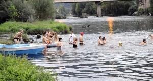 Chapuzón festivo no Barco