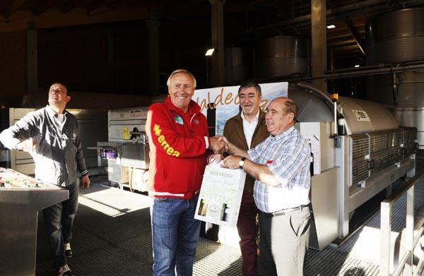 Photo of O seleccionador nacional de ciclismo coñece o viño do Barco