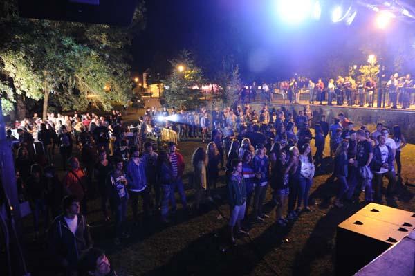 Público asistente a un dos concertos do Valdeo Festa, no Barco./ Foto: Carlos G. Hervella.