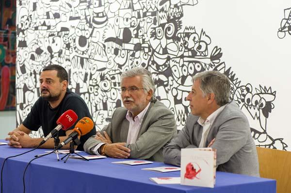 Xavi Carbonell, Rosendo Fernández e Francisco González, na presentación da exposición.