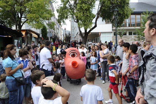 Photo of Cabezudos sobre rodas no Barco, con Fantoches Baj