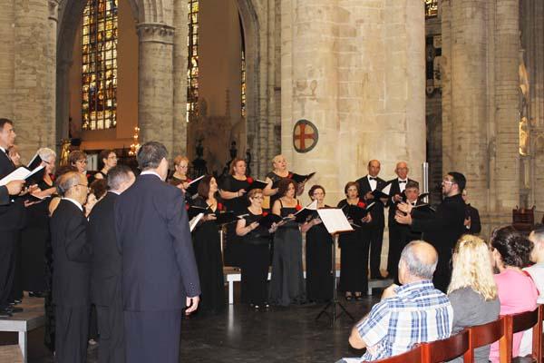 O Orfeón Valdeorrés cantando na Catedral de Bruxelas.
