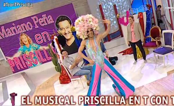 Este cantante e actor valdeorrés, caracterizado  e interpretando un dos bailes do musical.