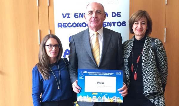 Photo of O Concello de Verín recolle o galardón de UNICEF