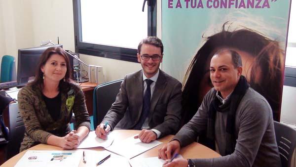 Photo of O Barco CCA asina un convenio con La Caixa