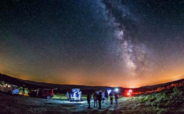 """Observación astronómica no municipio da Veiga./ Foto: Oscar Blanco Varela. Astronómo que colabora co Concello  no proxecto de """"Trevinca : Destino Turístico Starlight""""."""