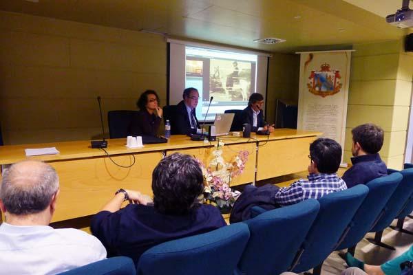 O presidente do Colexio de Médicos de Ourense (o primeiro pola dereita), xunto a outros dous membros da xunta directiva no Barco./ Foto: Ángeles Rodríguez.