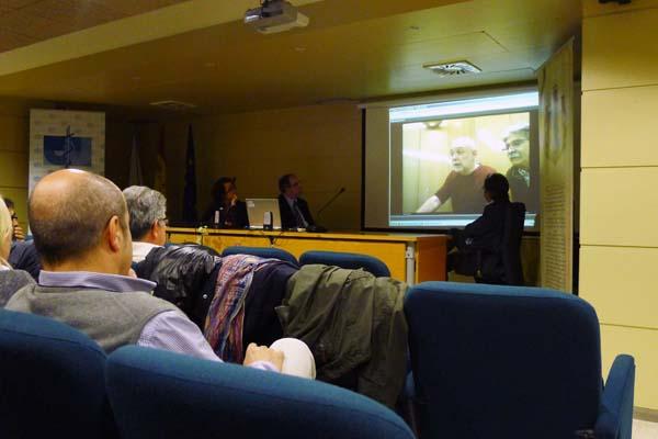 Operativo de videoconferencia que porá en marcha o colexio a partir de agora no Barco e que se probou xa nesta reunión./ Foto: Ángeles Rodríguez.