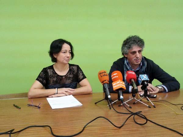 O coordinador provincial de CxG, Xosé Manuel Pérez Bouza, e a concelleira de CxG en Maceda, Ruth Parada, na comparecencia ante a prensa.