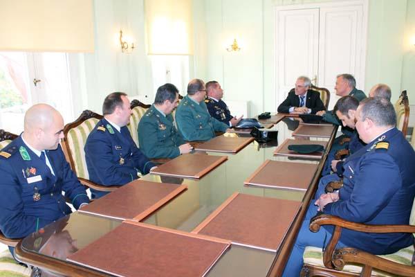 Un dos momentos do encontro mantido co subdelegado do Goberno en Ourense.