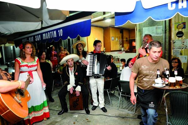 """Photo of Cinco grupos na segunda edición de """"Música e cantos de taberna"""" en Trives"""