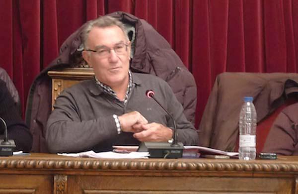 O alcalde do Barco, Alfredo García, durante un pleno./ Foto: Ángeles Rodríguez.