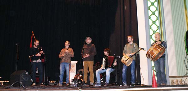 Photo of Abertal e Tornaxeira, xuntos no I concerto de Nadal da Rúa