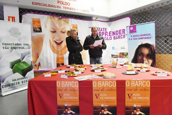 O presidente do Barco CCA, Ángel Álvarez, e a concelleira de Comercio e Turismo, Irene Dacal, na presentación./ Foto: Carlos G. Hervella.