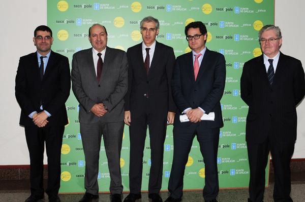 O conselleiro de Economía, con outras autoridades no Foro Biomasa.