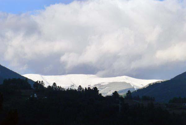 A neve chegaba na mañá do 16 de xaneiro ata o Montouto, en Valdeorras./ Foto: Carlos G. Hervella.