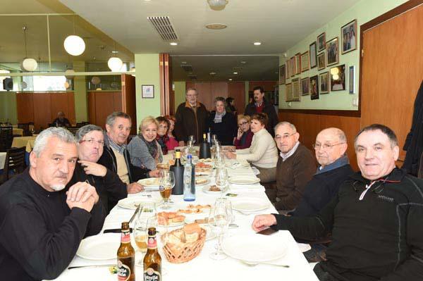 Os comensais desfrutaban de produtos galegos do mar, pero tamén do interior./ Foto: Carlos G. Hervella.