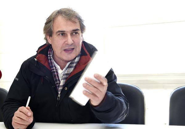 O presidente da D.O. Valdeorras, José Luis García Pando, na rolda de prensa na que anunciaba a súa renuncia./ Foto: Carlos G. Hervella.