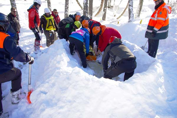 Photo of Formación en auxilio e rescate en terreo nevado, na estación de Manzaneda