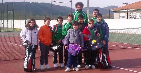 Xogadores do C.T. Rúa-Escola Municipal de Tenis que xogaron en Verín.