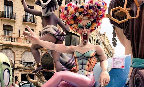 """Photo of """"Priscilla. Reina del desierto"""", nas Fallas valencianas"""