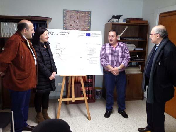 O alcalde de Larouco, co delegado da Xunta e a xefa territorial de Medio Ambiente, no Concello.