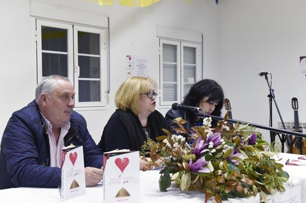 Photo of Mencía Yano presenta o seu novo libro en Petín