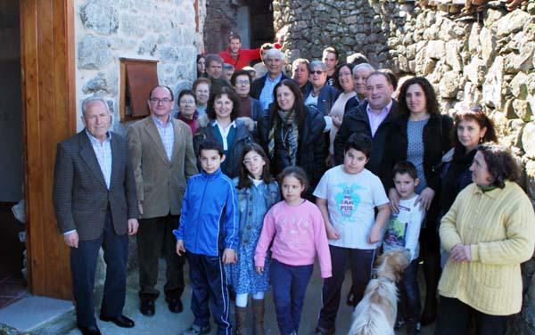 Photo of San Lorenzo de Barxacova estrea local social