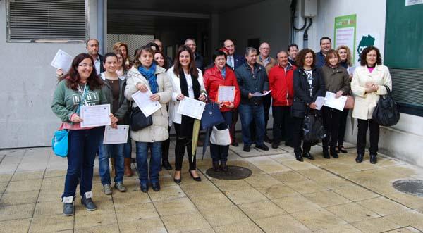Os participantes nos cursos de AEVA cos diplomas.
