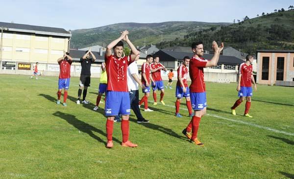 Photo of O C.D. Barco xógase o ascenso directo e a liga en Calabagueiros
