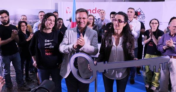 Xavier Vence, xunto á candidata nacionalista en Ourense, Susana García, no mitin.