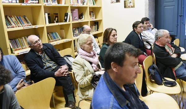 Algúns dos asistentes a esta conferencia celebrada na Biblioteca Municipal de Verín./ Foto: Carlos G. Hervella.