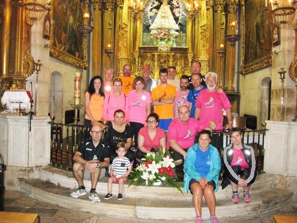 Os participantes, no interior do Santuario das Ermitas (O Bolo)./ Foto: Trotadas Valdeorras.