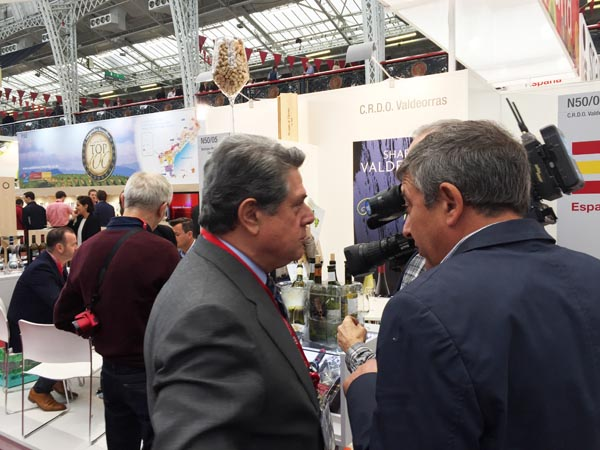 Federico Trillo, co presidente do CRDO Valdeorras, no stand desta denominación na London Wine.