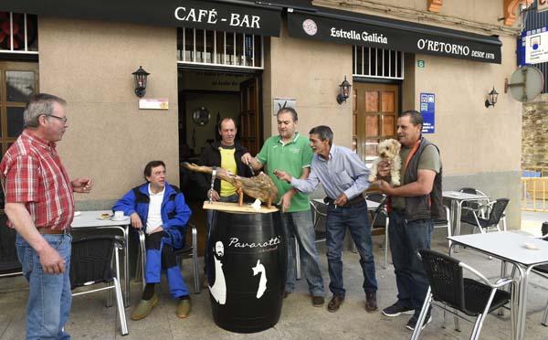 Photo of Xamón para almorzar no bar O Retorno da Rúa